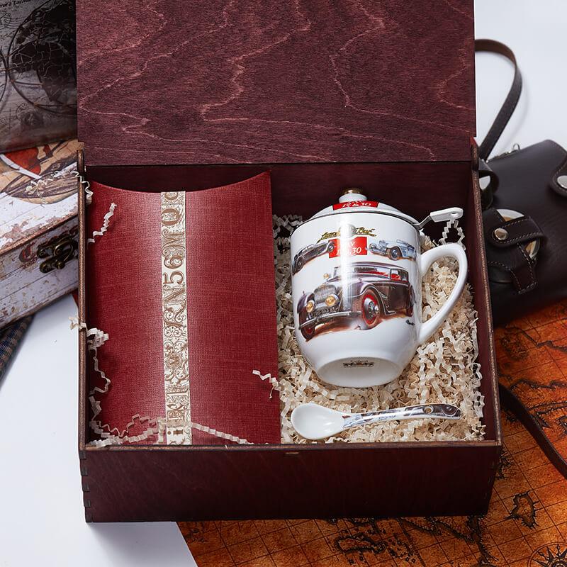 Подарочный набор с чаем «Ретро-Мобиль»